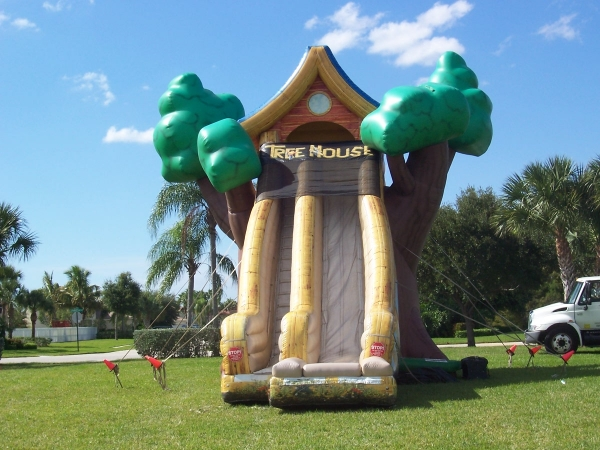 20′ Tree House Slide