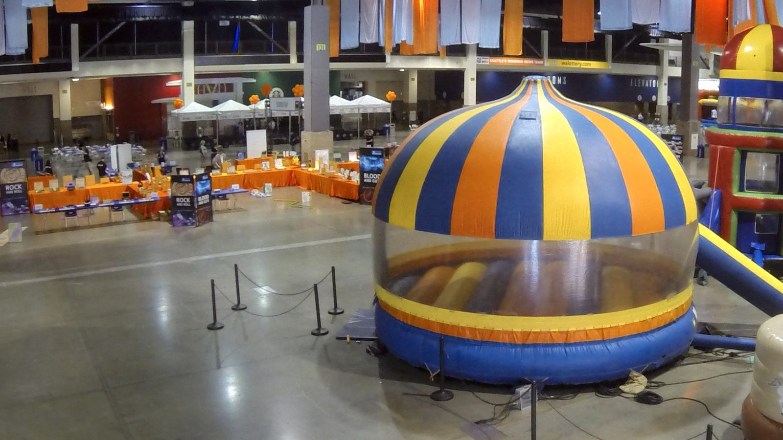 20' Round Enclosed Bouncer