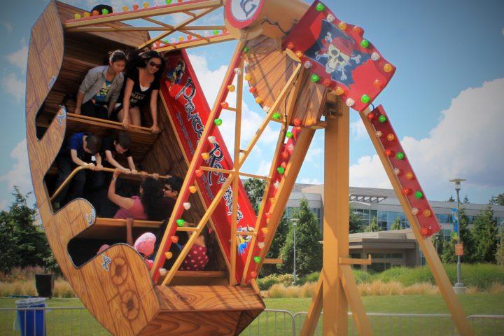 Pirate's Revenge Pendulum Swing Ride