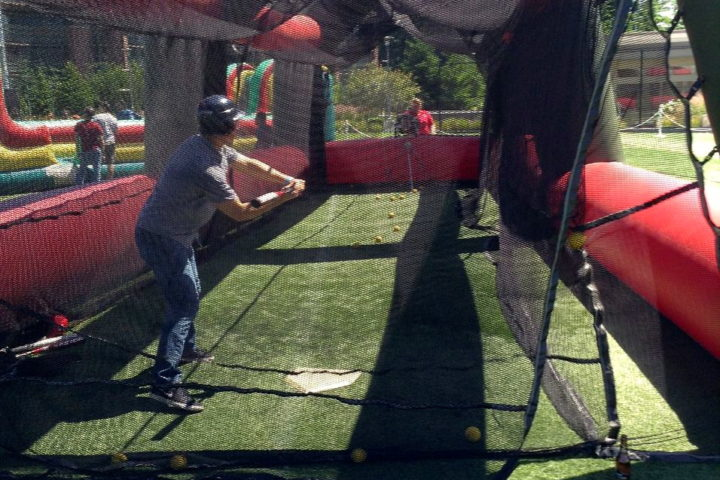 Batting Cage w/ Pitching Machine