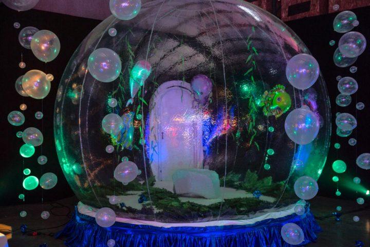 15′ Giant Snow Globe