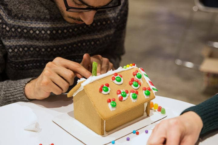 Gingerbread House Decorating Group Activity Rental