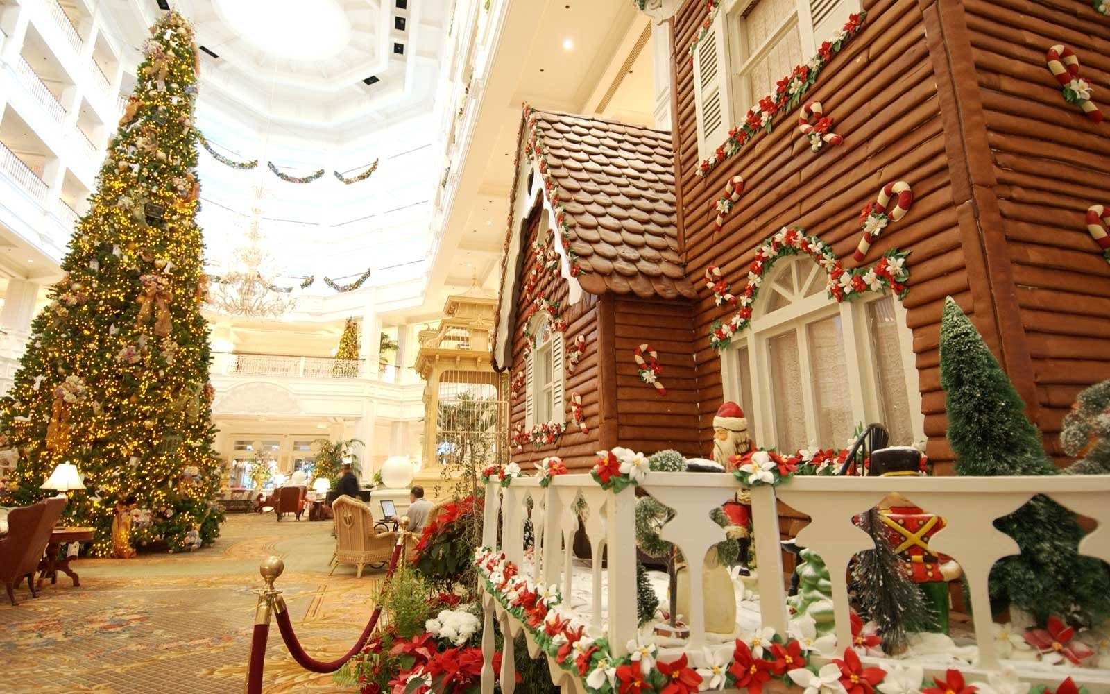 Top 10 Gingerbread House Displays From Around The World