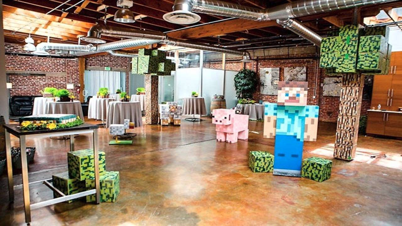 Minecraft themed party decor