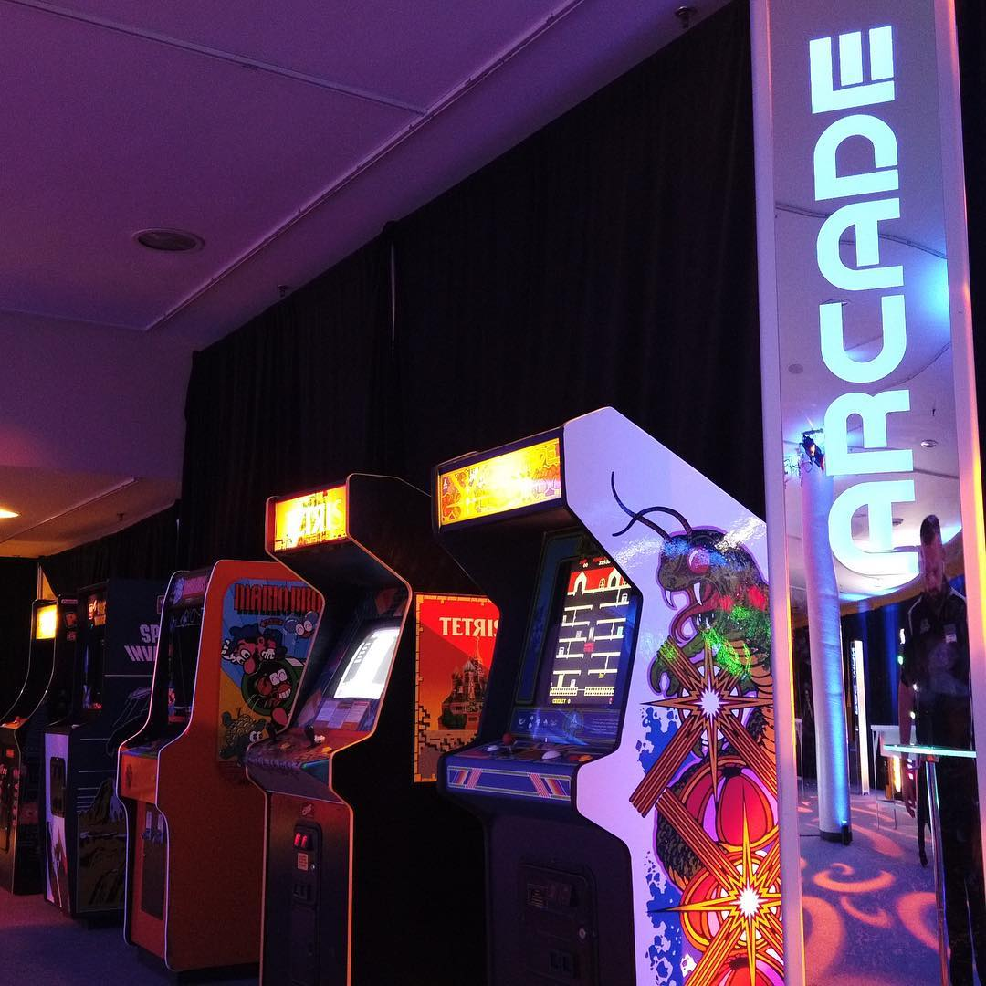 arcade gaming lounge experience