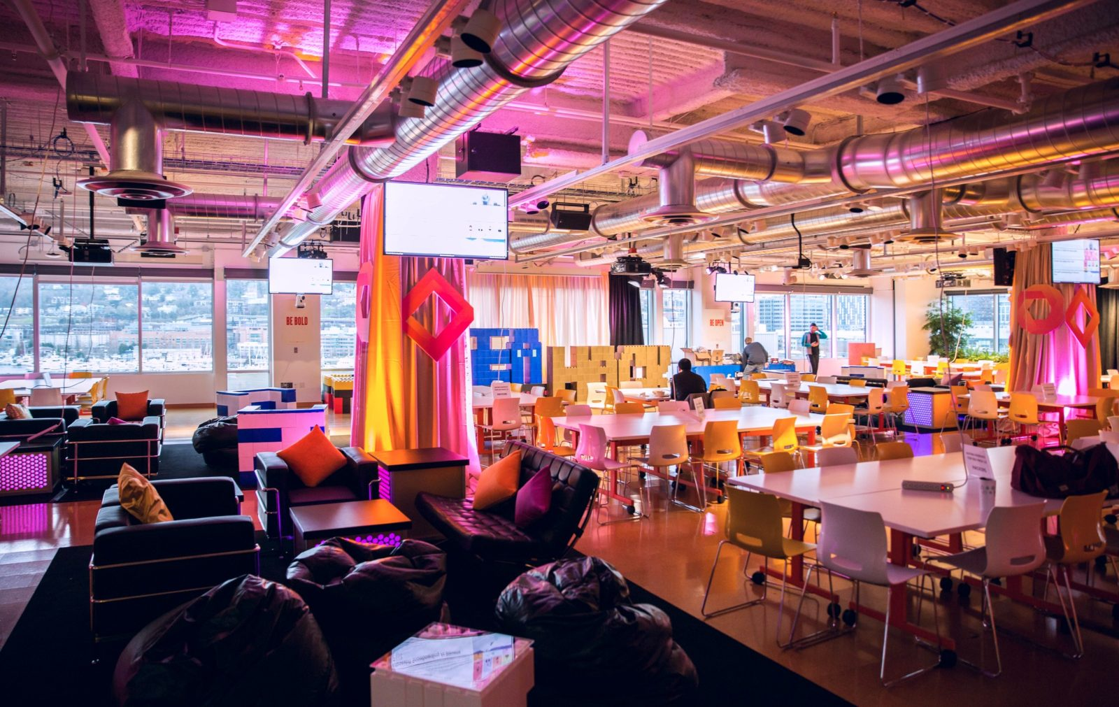 corporate event lounge decor