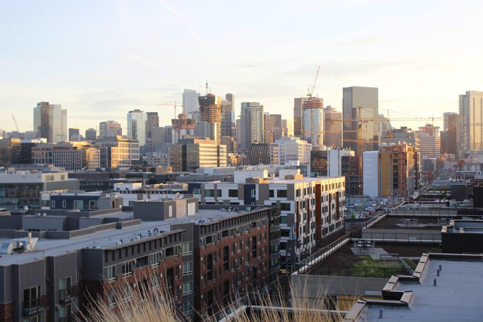 "<img src=""seattleskyline.jpg"" alt=""Seattle skyline"">"