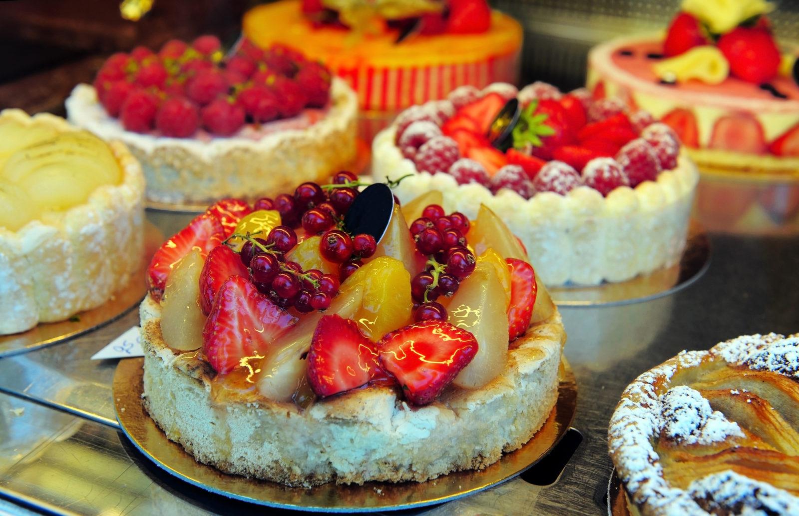 Creative Event Themes: Cake Decorating Extravaganza