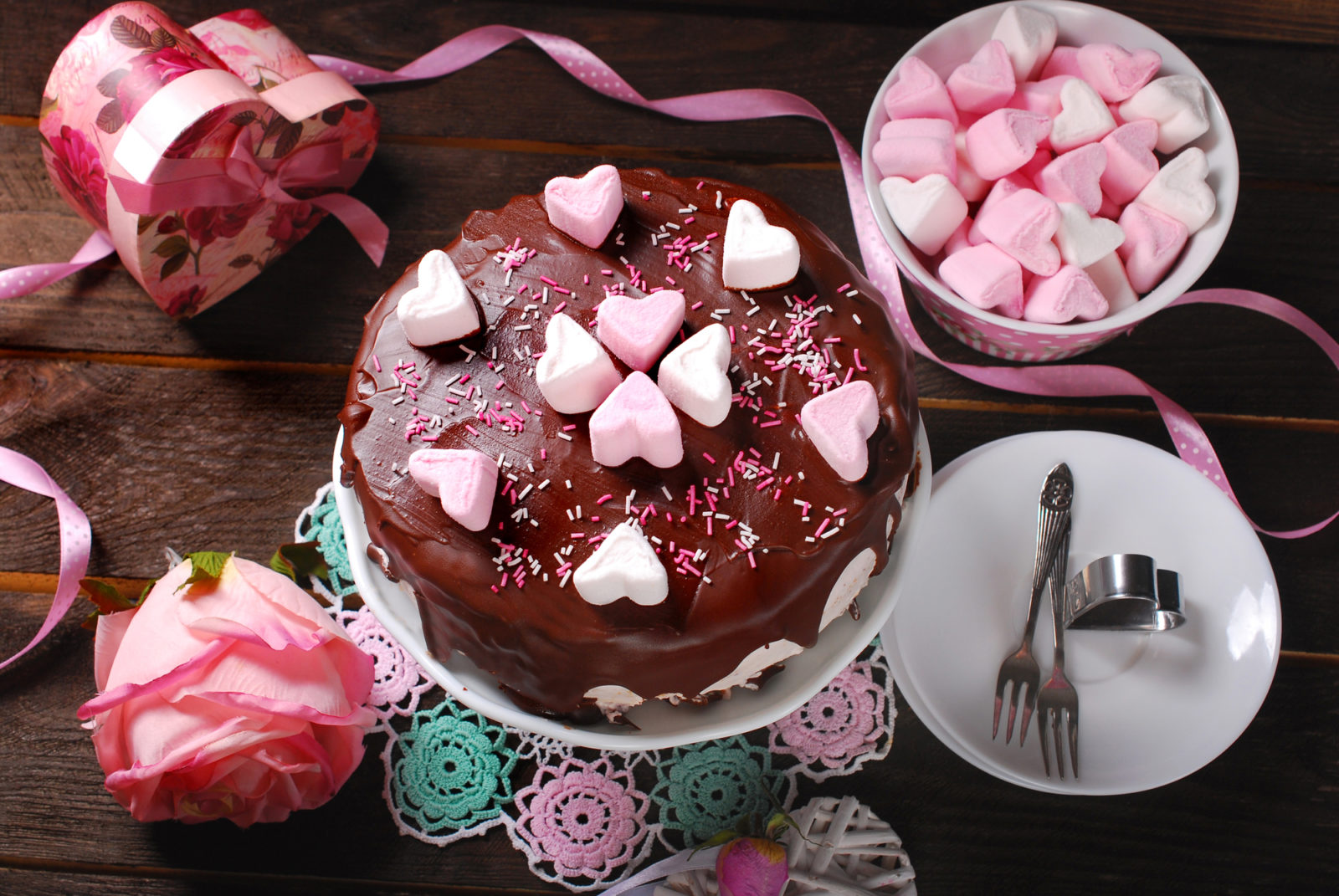 "<img src=""chocolatecakewithpinkhearts.jpg"" alt=""chocolate cake with pink hearts"">"