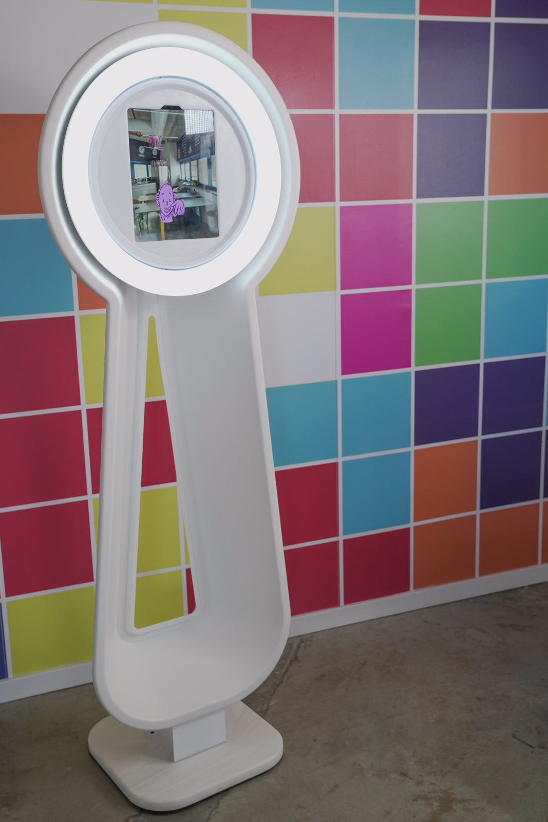 Pylon social photo booth